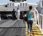 El costo de la travesía en cubierta, que dura aproximadamente 18 horas, será 99 dólares por trayecto, y se ofrecerá cabinas para una, dos, tres y cuatro personas con precios que inician en 140 dólares, en tanto que el crucero tiene un costo de 277 dólares. EFE/Archivo
