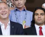 El director deportivo del Monaco Vadim Vasilyev (i) y el jugador Radamel Falcao en el palco del Mónaco el pasado sábado. EFE