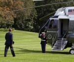 El presidente de Estados Unidos, Barack Obama, aborda el helicóptero Marine One en el costado sur de la Casa Blanca, en Washington, este 2 de septiembre de 2014, rumbo a Tallin, Estonia, en una visita marcada por el conflicto en Ucrania y la creciente preocupación que éste genera en las tres antiguas repúblicas soviéticas del Báltico. EFE