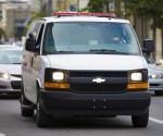 """Luka Magnotta, el llamado """"caníbal de Montreal"""", llega en un vehículo a una corte en Montreal (Canadá). EFE"""