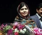 En la imagen un registro de la joven paquistaní Malala Yousafzai (c). EFE/Archivo