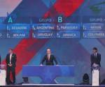 El presidente de la Asociación Nacional de Fútbol Profesional de Chile ANFP, Sergio Jadue (c), habla este 24 de noviembre de 2014, durante el sorteo de la Copa América Chile 2015, en la Quinta Vergara en Viña del Mar (Chile). EFE/Mario Ruiz