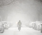 Después de conocerse la orden, en la ciudad de Nueva York comenzaban a circular esporádicamente vehículos privados, mientras en las calles se veía una capa de nieve de unos seis centímetros y caía intermitentemente una ligera nevada. EFE