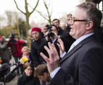 El fiscal alemán Christoph Kumpa, se dirige a los medios ante la fiscalía de Düsseldorf, Alemania, hoy, 30 de marzo de 2015. EFE