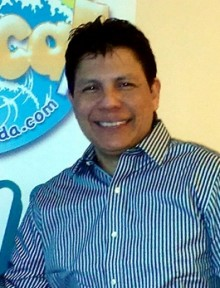 En la imagen, Jimmy Martínez periodista colombiano director de la emisora Tropical FM de Kitchener