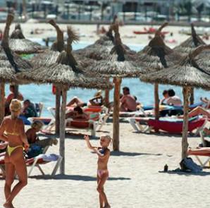 Vista de la Playa del Arenal. EFE/Archivo