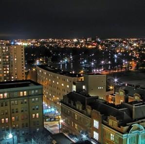 Vista nocturna de Waterloo Ontario