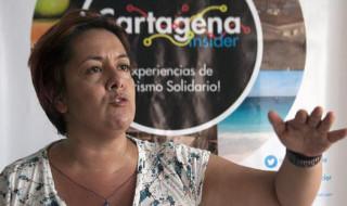 Fotografía tomada el 12 de marzo de 2015 a Ana María González, directora ejecutiva de Cartagena Insider, empresa radicada en la ciudad colombiana de Cartagena que realiza rutas turísticas para dar a conocer la cultura y el patrimonio de la región. EFE