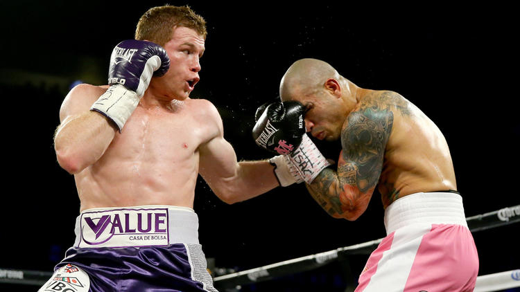 El mexicano Saúl 'Canelo' Álvarez se corono campeón mundial de peso mediano del Consejo Mundial de Boxeo