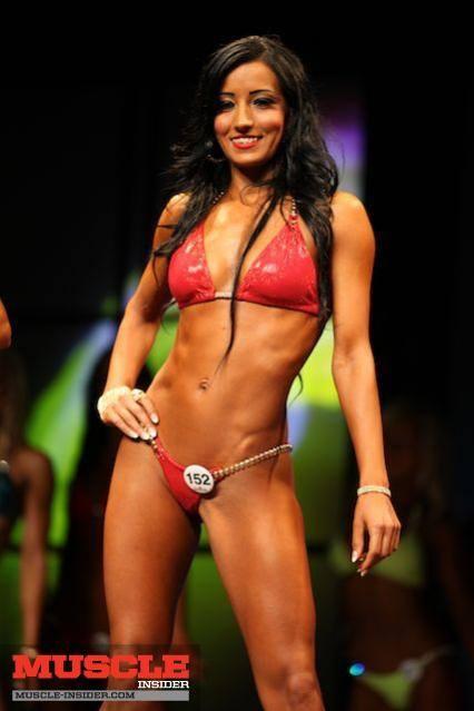 en la imagen, Saadiya Ghanem (de origen iraquí) campeona a nivel regional, provincial y nacional de la Ontario Physique Association