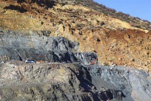 Miembros de los servicios de emergencia trabajan en la mina de cobre de Siirt, en el sureste de Turquía, hoy, 18 de noviembre. EFE