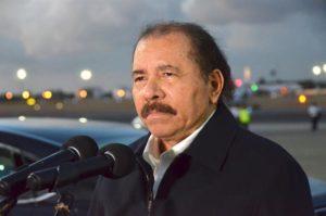 El presidente de Nicaragua, Daniel Ortega, habla a su llegada el 29 de noviembre de 2016, a La Habana (Cuba), para participar en representación de su país en el sepelio del líder cubano Fidel Castro. EFE