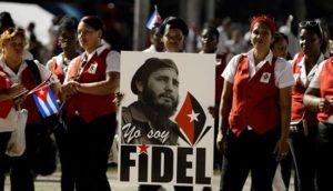 Miles de personas asisten a una ceremonia de despedida a Fidel Castro, esre sábado 3 de diciembre de 2016, a la Plaza de la Revolución Antonio Maceo de Santiago de Cuba (Cuba). EFE