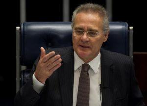 El presidente del Congreso Nacional, el senador Renán Calheiros, participa este 1 de diciembre de 2016 en la segunda sesión temática destinada a discutir el proyecto de ley del Senado (PLS) 280/2016, que aumenta la pena por abuso de autoridad, en Brasilia (Brasil). EFE