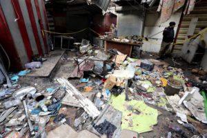 El doble atentado fue perpetrado por dos suicidas que detonaron los cinturones de explosivos que portaban, en medio de la gente, en el barrio de Al Sinak. EFE